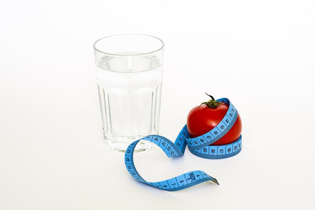 一杯水、蘋果、布尺