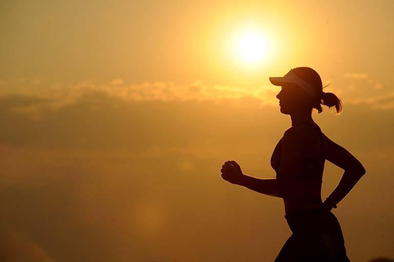 夕陽下跑步運動